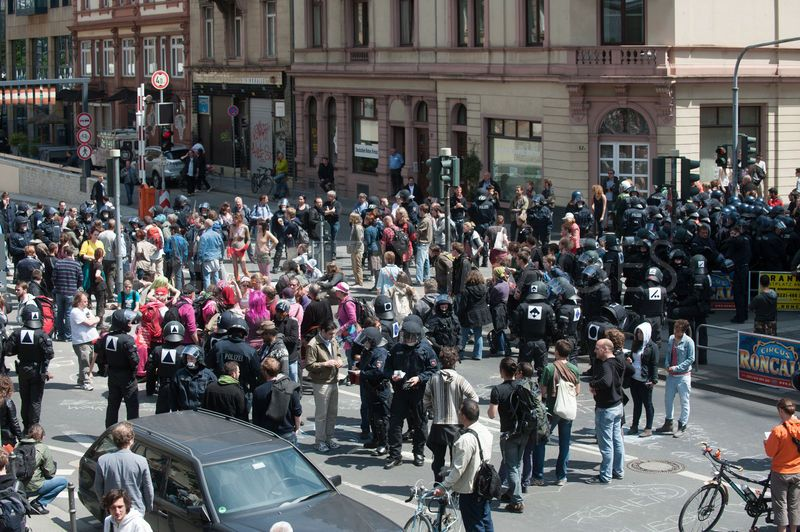 1337539243-demonstrators-particpate-in-blockupy-actions--frankfurt_1225554